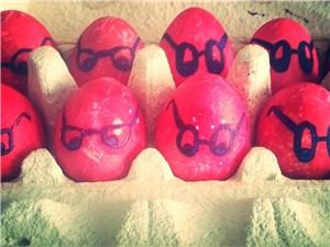 Für die Kinder gab es besonders gestaltete Ostereier: Brilleneier