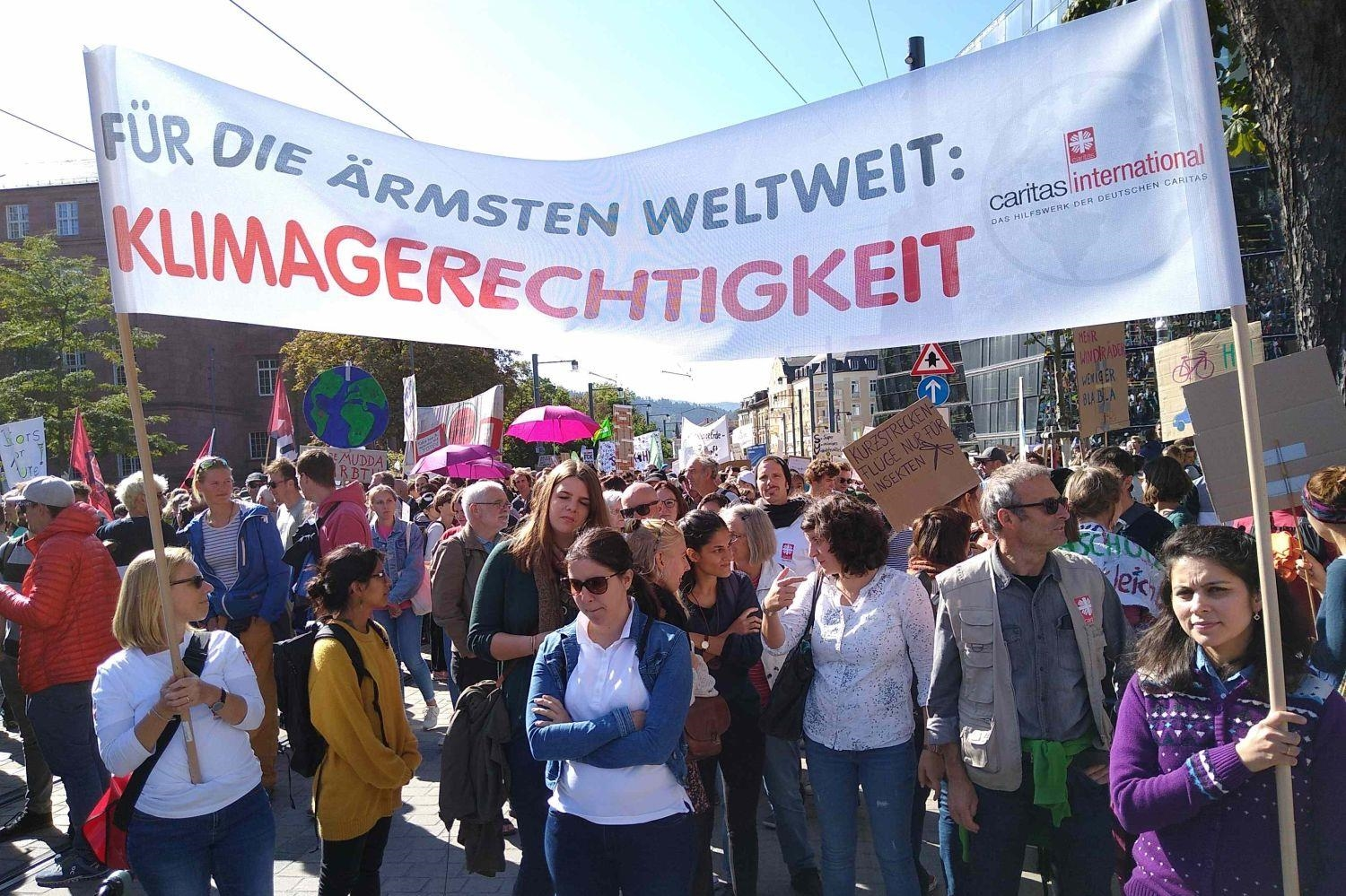 Fridays for Future Demo in Freiburg (Foto: Bernhard Spiegelhalter / Caritas)